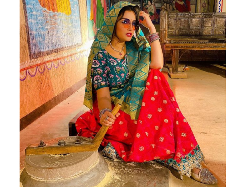 When Aamrapali Dubey gave a western touch to her traditional look