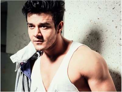 Aniruddh on social media, fake lifestyle