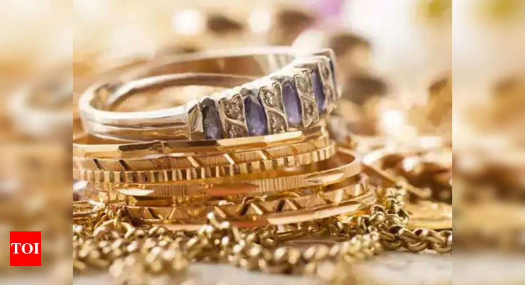 Gold buyers put off by price rebound, Chinese jewellers stock up – Times of India