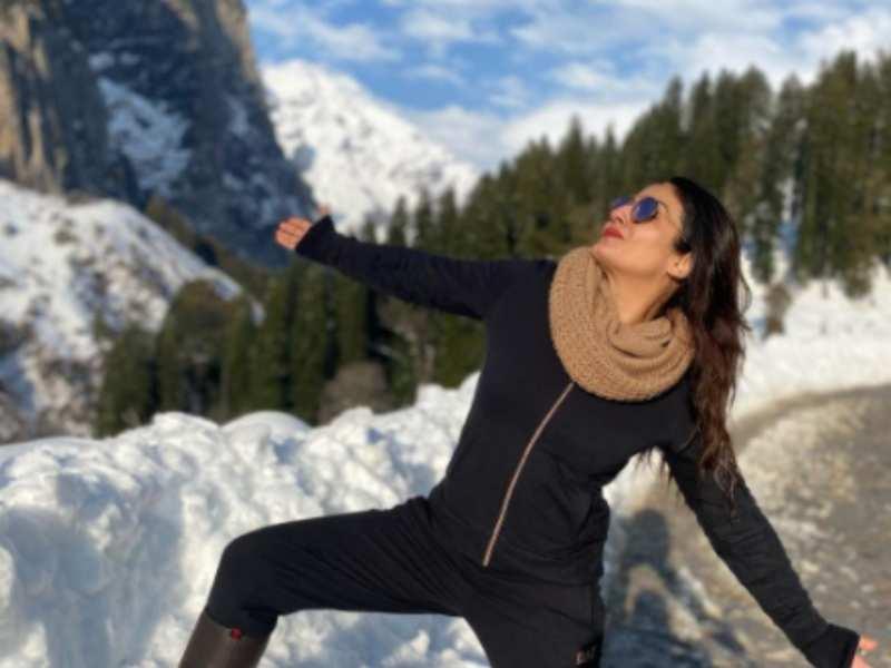 Raveena Tandon turns 'Switzerlandkasharukh' in Himachal | Hindi Movie News - Times of India
