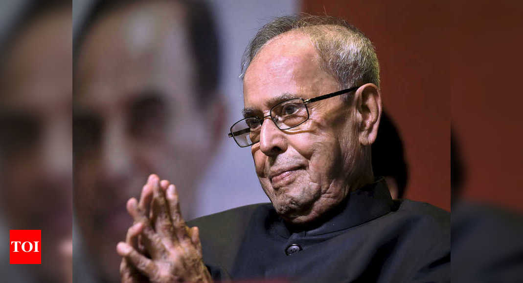 Won't comment on Pranab Mukherjee's book before reading in full: Congress leaders