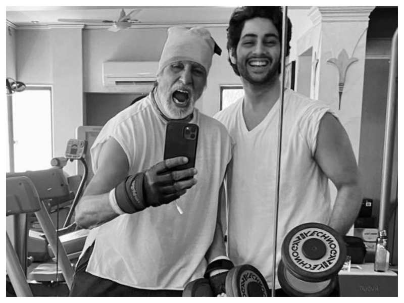 Amitabh Bachchan reveals the reason behind wearing cuffs with grandson Agastya Nanda's name printed on it