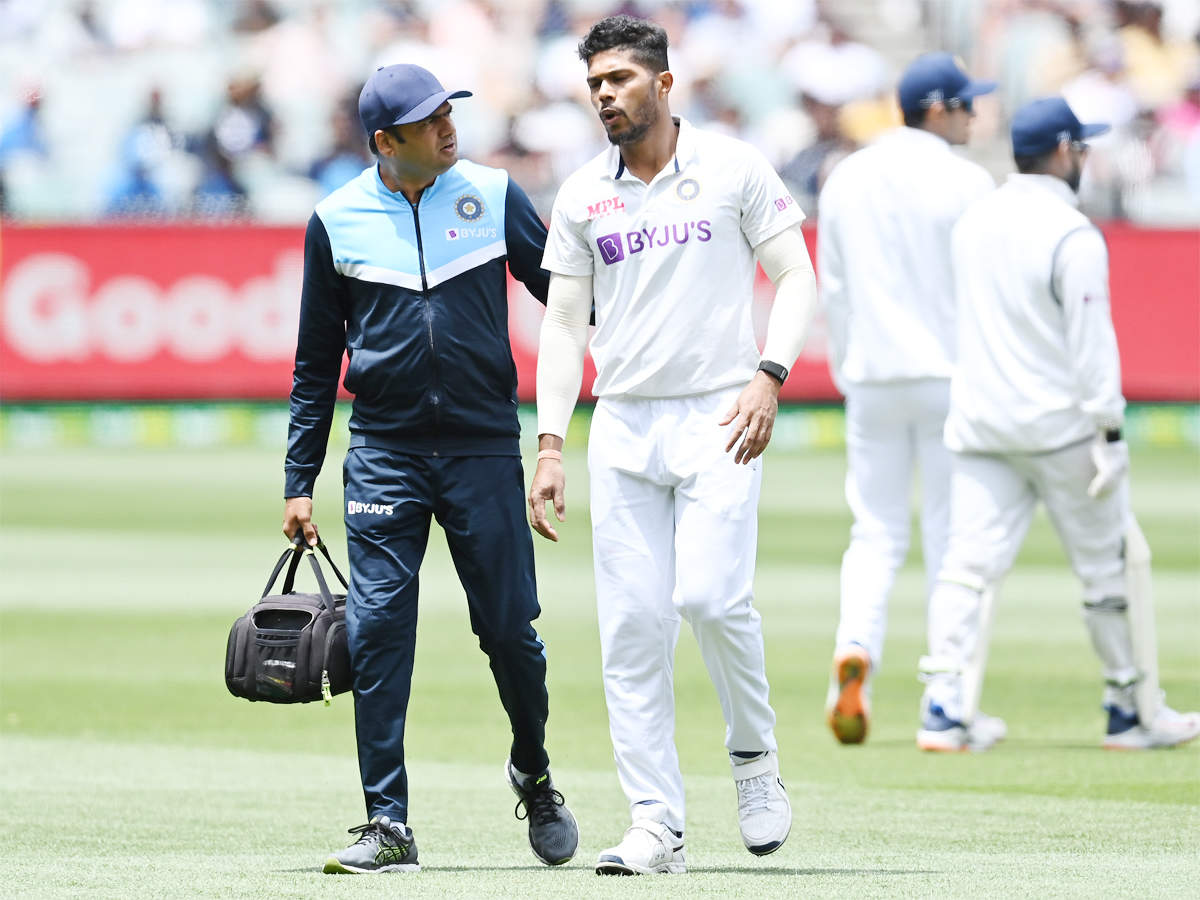 India vs Australia: Umesh Yadav suffers injury, hobbles off the field |  Cricket News - Times of India