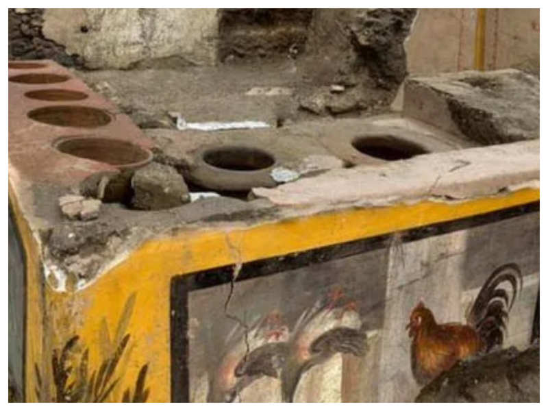 Archaeologists find the ancient street food shop with 2000-year-old food