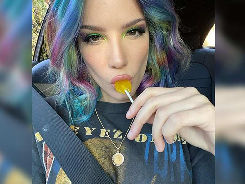 Halsey sorry for insensitive 'eating disorder' photo