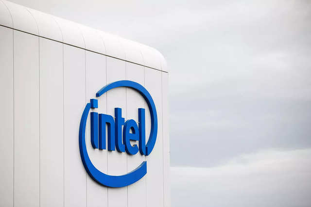 Hedge fund Third Point urges Intel to explore deal options