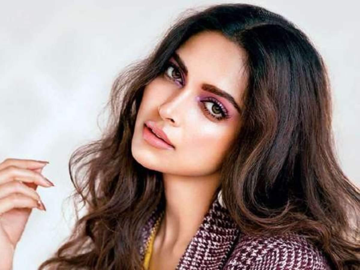 Deepika Padukone deletes social media posts on New Year leaving netizens to  wonder why   Hindi Movie News - Times of India
