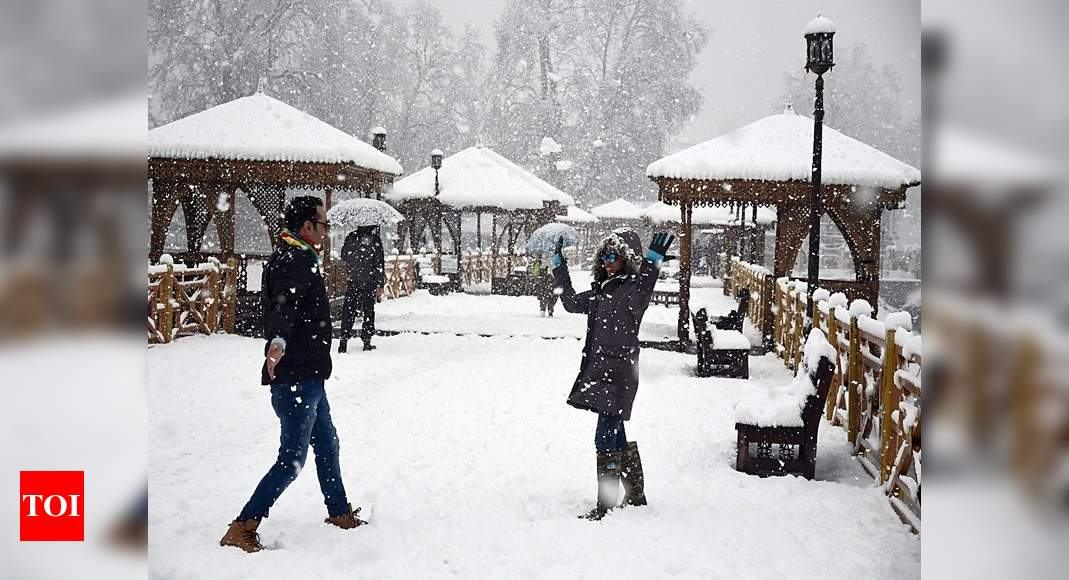 After lockdown lull, Kashmir sees a rush of local tourists |  India News – Times of India
