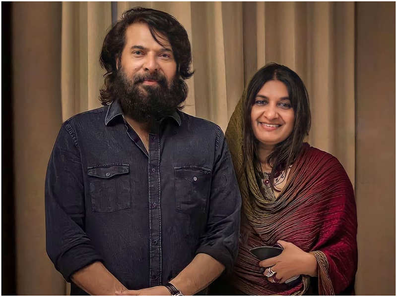 Mammootty's latest picture with wife Sulfath goes viral