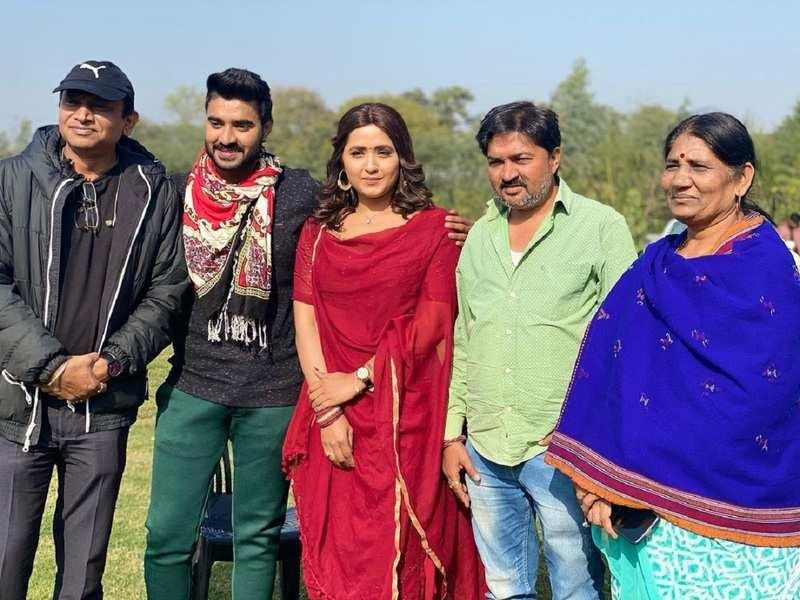 Kajal Raghwani starts shooting for 'Duggu Dugga Love' opposite Pradeep Pandey Chintu