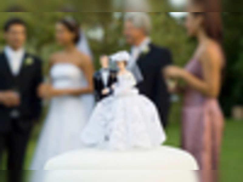 Ways to skip wedding invites for singles