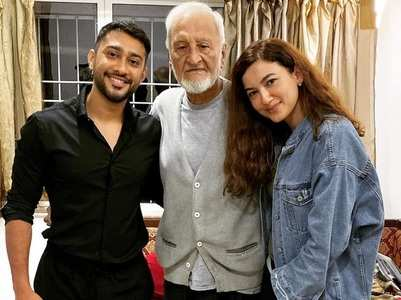 Gauahar Khan wishes her father on his b'day