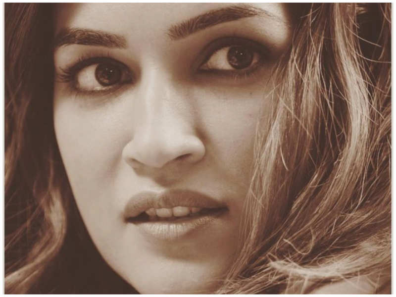Kriti Sanon channels her inner poet as she shares a mesmerizing picture of herself