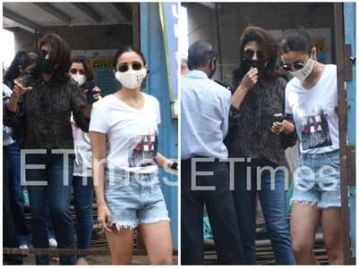 Pics: Alia gets clicked with Neetu Kapoor