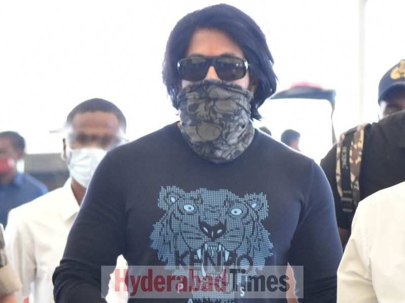 Spotted: Yash leaves Hyderabad after attending the launch of Prabhas and Prashanth Neel's Salaar