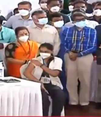 Chief Minister Uddhav Thackeray flags off state-wide vaccination drive
