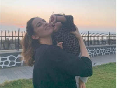 Ekta Kaul shares adorable photo with her son