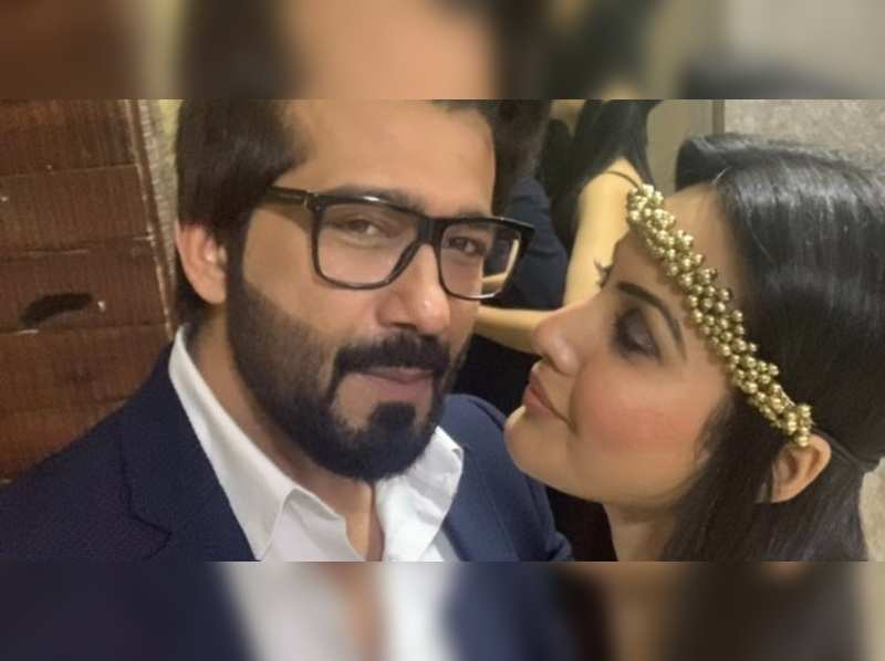Kamya Panjabi's husband Shalabh Dang pays her a surprise visit as they celebrate two years of knowing each other; watch video