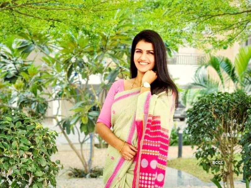 Sridevi Ashok all excited about her new show Kaatrukkenna Veli (Photo - Instgram)