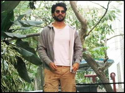 Varun looks super cool as he gets clicked