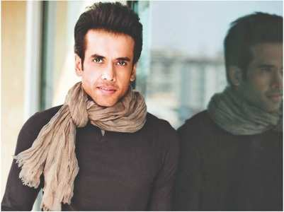 Tusshar's all set to go grey for a whodunnit