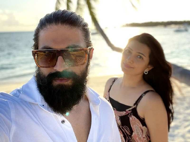 Yash holidays in Maldives, shares cute images with his family