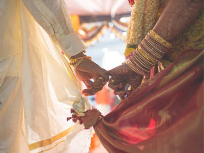 A couple ties the knot without saat pheras or pandit, here's how