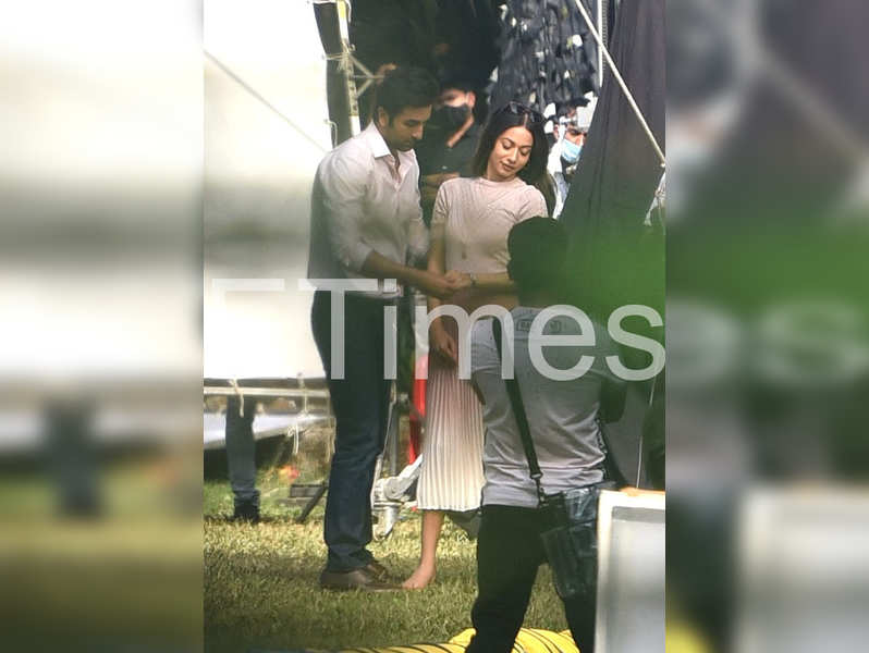 Exclusive photos: Ranbir Kapoor looks dapper in formals as he shoots for a commercial
