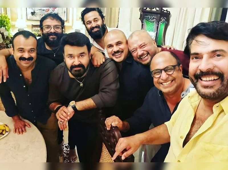 Siddique shares throwback picture of Mammootty, Mohanlal, Dileep and many meeting at his home