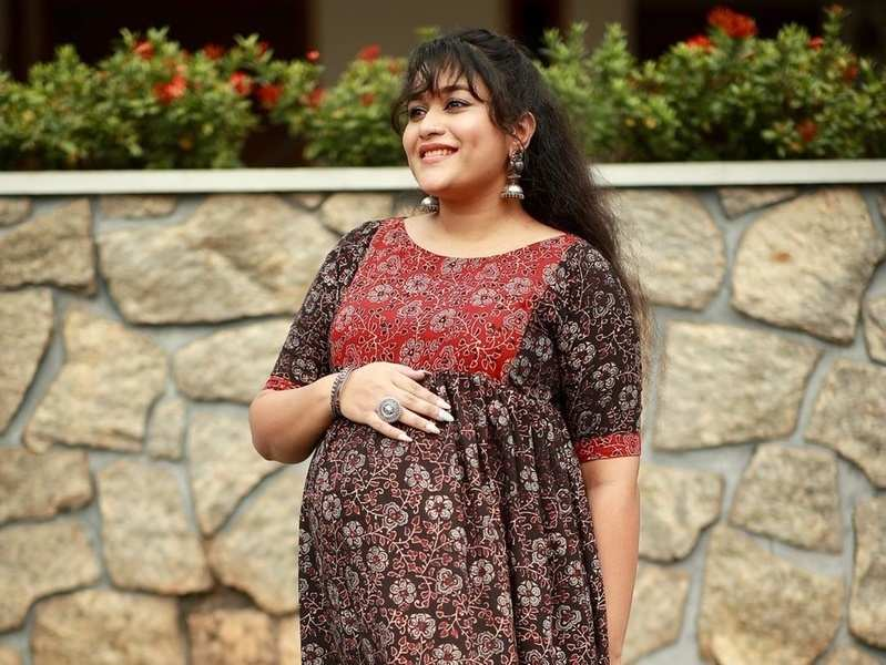 This video of new mom Parvathy Krishna telling a story to her baby is too cute to be missed; watch