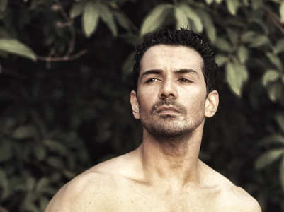 Abhinav Shukla's shirtless pics raise heat