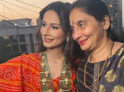 Aneri Vajani asks for prayers for her mother