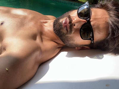 Shahid shares a shirtless selfie from Goa