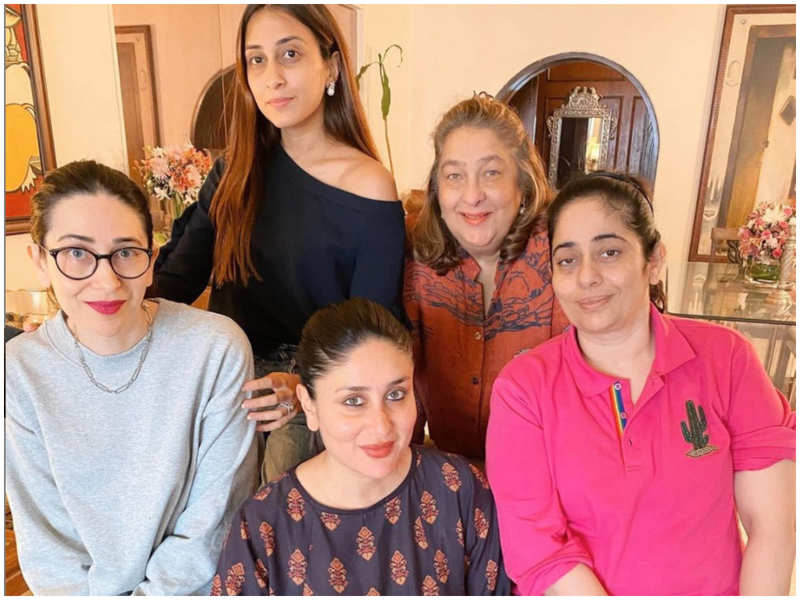 Mom-to-be Kareena Kapoor Khan spends happy time with Karisma Kapoor and other family members