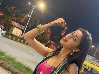 Ananya's funny PIC with cockroach goes viral