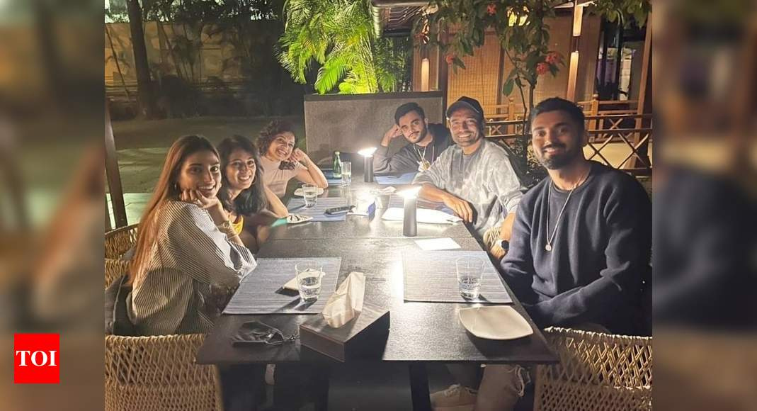 Athiya Shetty enjoys dinner with rumoured beau KL Rahul and his friends; check it out – Times of India