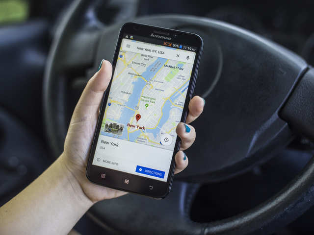 How to share live location with someone using Google Maps