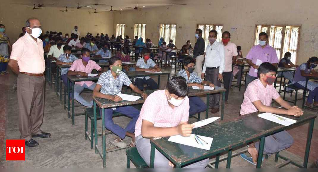 Class XI students from govt schools write test to qualify for JEE coaching by NIT Trichy students – Times of India