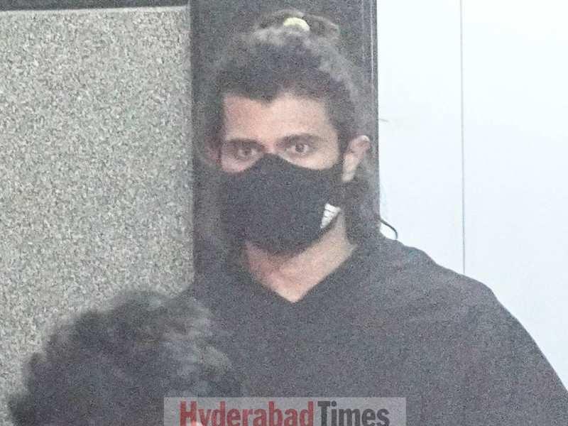 Spotted: Vijay Deverakonda rocks a man-bun and a black tee-shirt as he gets clicked after a workout
