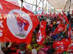 Thousands of Maharashtra farmers hold rally at Azad Maidan