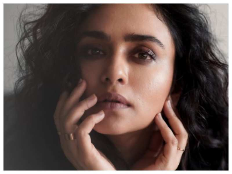 Amruta Khanvilkar shares a stunning close-up picture on Instagram; see pic