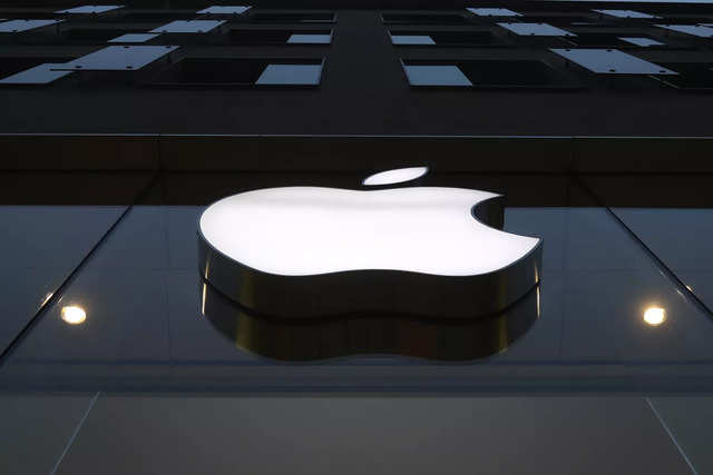 Apple sees revenue growth accelerating after setting record for iPhone sales, China strength