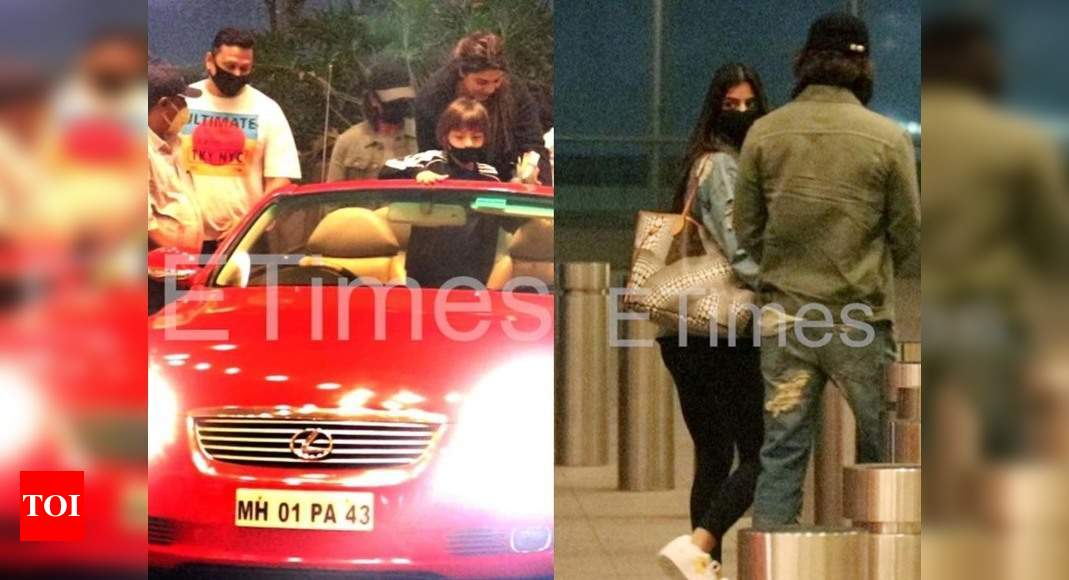 Shah Rukh Khan arrives in a convertible car to see off his daughter Suhana Khan at the airport – Times of India