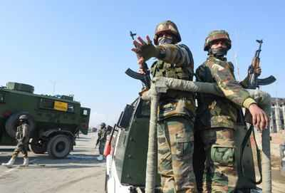 2 Terrorists Caught During Encounter With Security Forces Surrender In J & K's Pulwama |  India News