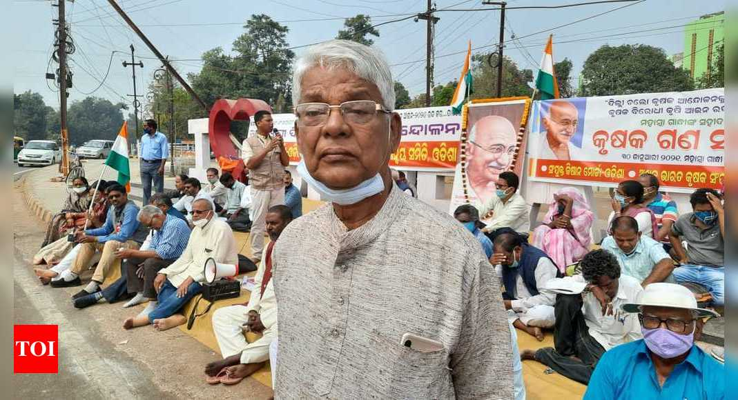 Farmers hold hunger strike, dharna across Odisha | Bhubaneswar News – Times of India
