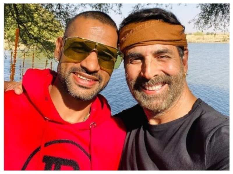 Shikhar Dhawan shares a happy selfie with Akshay Kumar: Always a fun time with you paaji