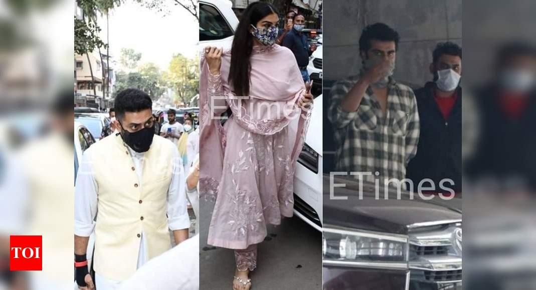 ETimes Paparazzi Diaries: Abhishek Bachchan-Raveena Tandon attend Bunty Walia's father's prayer meet, Arjun Kapoor welcomes a new mean machine – Times of India