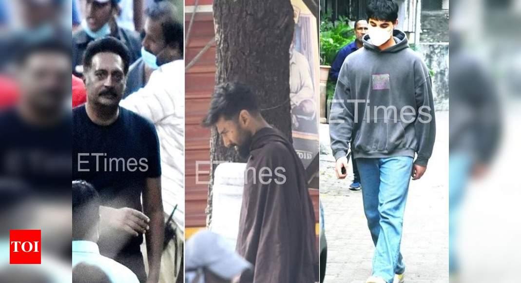 ETimes Paparazzi Diaries: Aditya Roy Kapur, Prakash Raj spotted on the sets of 'OM: The Battle Within'; Akshay Kumar-Twinkle Khanna's son Aarav steps out – Times of India