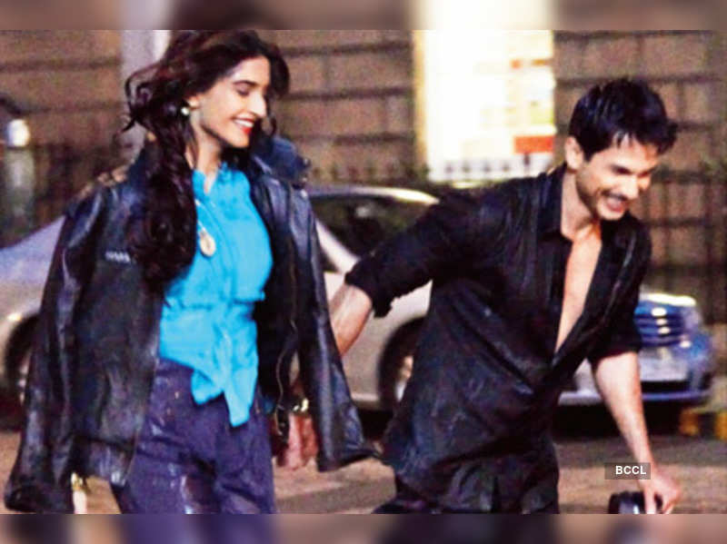 "Sonam Kapoor and Shahid Kapoor  <a href=""http://photogallery.indiatimes.com/celebs/indian-stars/sonam-kapoor/portfoliolist/4080732.cms"" target=""_blank"">More Pics</a>"