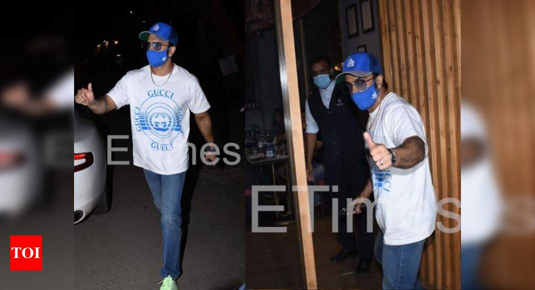 Photos: Ranveer Singh keeps it cool in casuals as he steps out for dinner in the city - Times of India